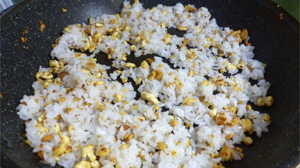 塩と中華だし(or野菜ブイヨン)を入れる