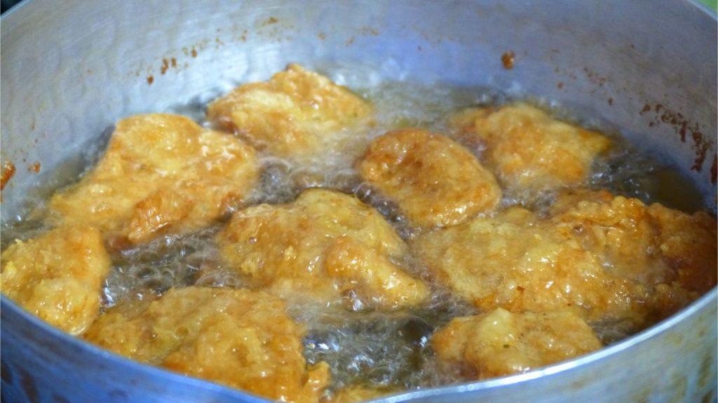 170℃の油で揚げる